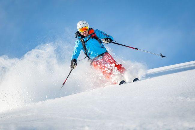 Skier-ruapehu-gondola